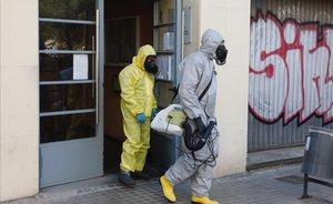 La UME desinfecta la residencia geriátrica en L'Hospitalet.