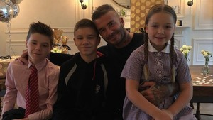 David Beckham junto a tres de sus cuatro hijos: Romeo, Cruz y Harper