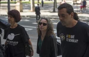 Ester Quintana llega a la Audiencia de Barcelona para conocer la sentencia.