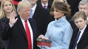Donald Trump jura como presidente numero 45 de la historia de EEUU, junto a su esposa, Melania, y su hijo Barron.
