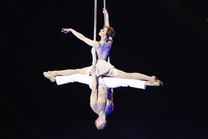 El doble círculo aéreo del dúo 2-zen-O en la 5a edición del Festival Internacional del Circ de Figueras.