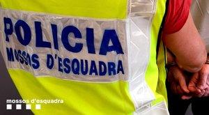 Desallotjades 30 persones d'un edifici ocupat al Raval de Barcelona