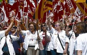 Empleats de la funció pública es manifesten contra les retallades de la Generalitat, el maig passat.