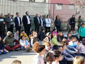 El 'conseller' de Educació, Josep Bragalló, junto con el alcalde de Mataró, David Bote, visitando la Escola Germanes Bertomeu.