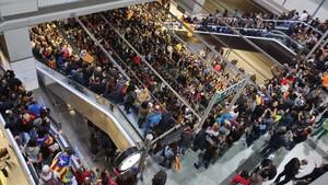 La estación del AVE de Girona, totalmente ocupada.