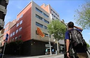 Fachada de la sede nacional de CDC, en la calle de Còrsega de Barcelona.