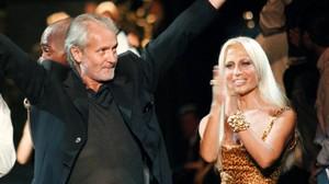 Gianni y Donatella, en un desfile en 1996.