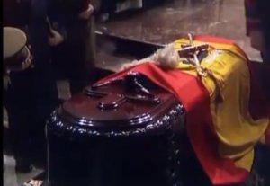 El féretro de Francisco Franco, antes de ser enterrado en el Valle de los Caídos, el 23 de noviembre de 1975.