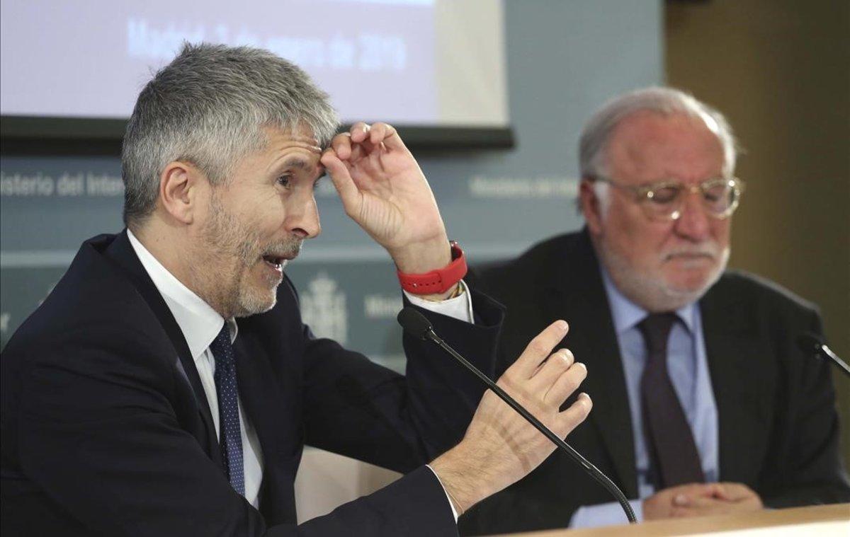 El ministro de Interior, Fernando Grande Marlaska, y el director general de Tráfico, Pere Navarro, en la presentación del balance de siniestralidad en carretera del 2018.
