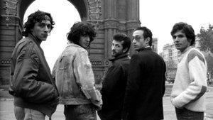 De izquierda a derecha, Ángel, Alberto, Juanito, Mike y Strong: GRB, a mediados de los años 80, en el Arc de Triomf de Barcelona.