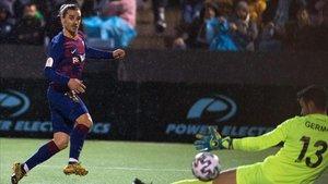 Griezmann bate al portero Germán en el último instante para salvar la eliminatoria del Barça en Eivissa.