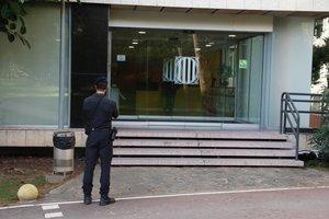 La Guardia Civil registra la sede de la Secretaria General de l'Esport y la del Consell Català de l'Esport, en Esplugues.