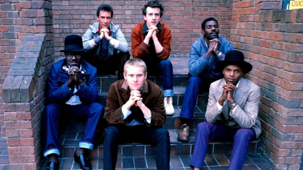 The Beat, a principios de los años 80, con Ranking Roger en la primera fila, a la derecha.
