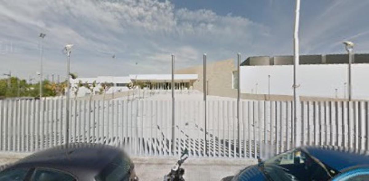 La entrada del IES Las Fuentes, de Villena (Alicante).