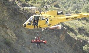 Imagen de archivo de un rescate de montaña de los bomberos de la Generalitat.