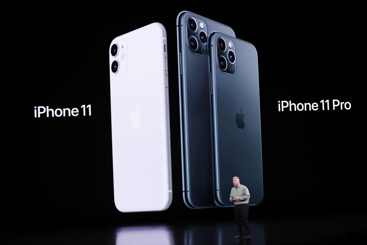 El vicepresidente de marketing globalde Apple, Phil Schiller, habla sobre el iPhone 11 Pro, durante el evento de lanzamiento del terminal, celebradoen el teatro Steve Jobs de Cupertino, California.
