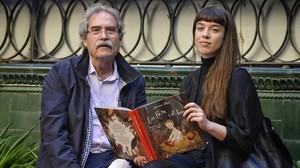 Jaume Cabré, con la ilustradora Júlia Sardà