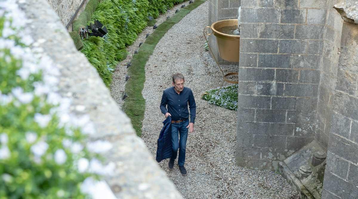 Jordi Albà dentro del foso del ábside de la Catedral.