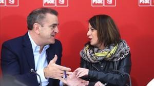 El líder de los socialistas madrileños, José Manuel Franco, y la vicesecretaria general del PSOE, Adriana Lastra, este lunes.