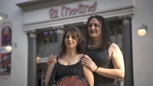 Lina Fabiana Mulero (a la derecha), de 46 años,con su mujer, Ali Latchinian, de 45.