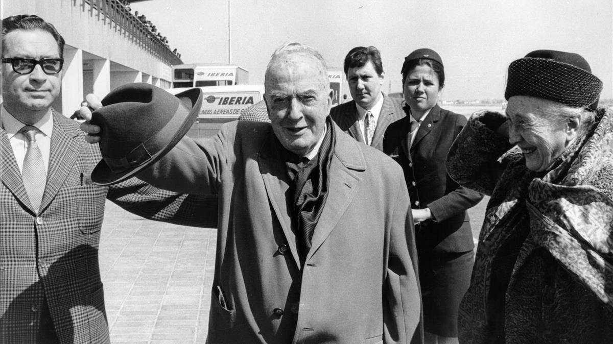 Llegada del poeta Josep Carner a Barcelona, el año 1970.
