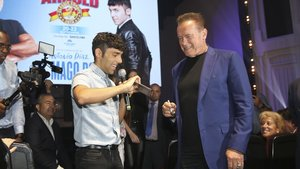 Arnold Schwarzenegger y El Mago Pop, en el Teatre Victoria.