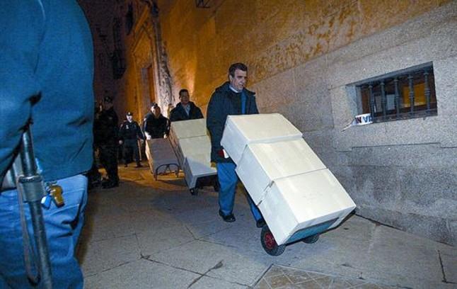 Documentos ya restituidos por el Arhivo de Salamanca, trasladados por la policíael 19 de enero del 2006.