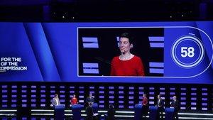 Los seis candidatos a presidir la Comisión Europea, durante el debate celebrado en Bruselas el 15 de mayo del 2019. En la pantalla, la alemana Ska Keller, del Partido Verde Europeo.