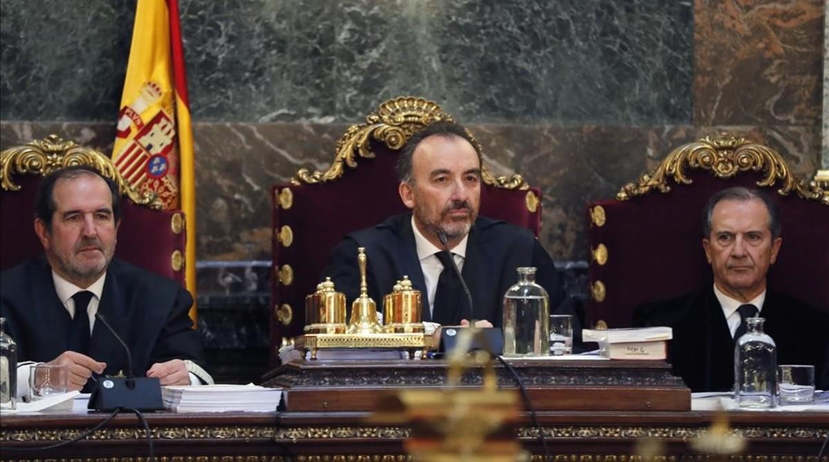 Los tres magistrados del Tribunal Supremo que compusieron la vista del caso Nóos. De izquierda a derecha: Andrés Martínez Arrieta, Manuel Marchena y Miguel Colmenero.