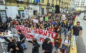 Manifestación contra la acerería Ilva, en Tarento, por la contaminación que genera, el pasado noviembre.
