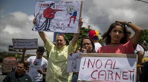 Manifestación contra la creación del carnet de la patria y otras medidas económicas impulsadas por Maduro, el pasado viernes, en Caracas.
