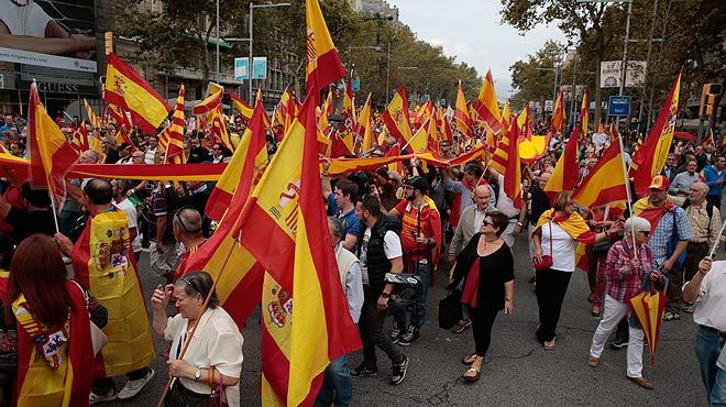 Unas 4.500 personas, según la Guardia Urbana, han asistido a la manifestación del Día de la Hispanidad en Barcelona.