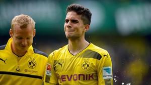 Marc Bartra llora al final del partido de este sábado contra el Werder Bremen.