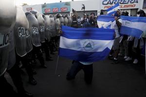 La Policía Nacional de Nicaragua bloqueó el paso a una manifestación contra el Gobierno de Ortega, que tenía como el lema Vamos ganando, y que transcurrió sin incidentes y bajo una fuerte presencia policial.