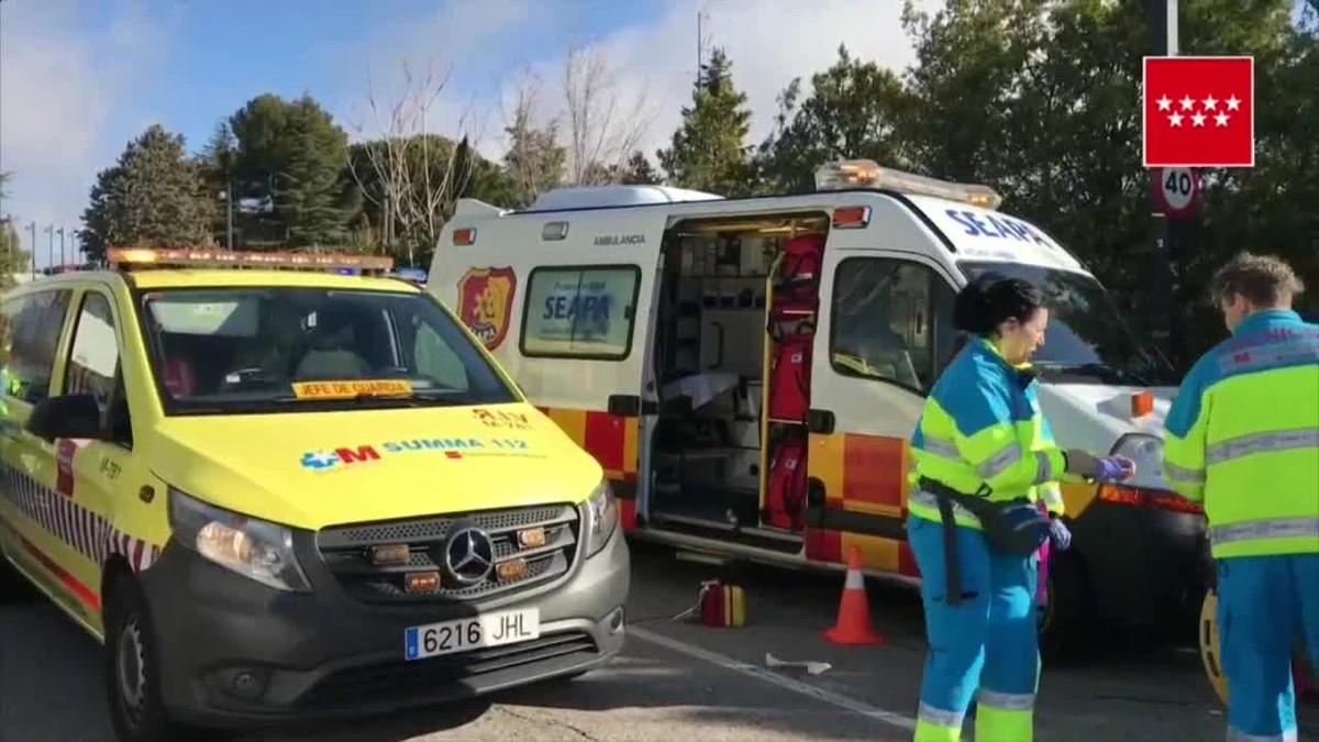Una o varias personas han atacado al conductor, disparándole en numerosas ocasiones, y su cuerpo ha quedado tendido en la calzada.