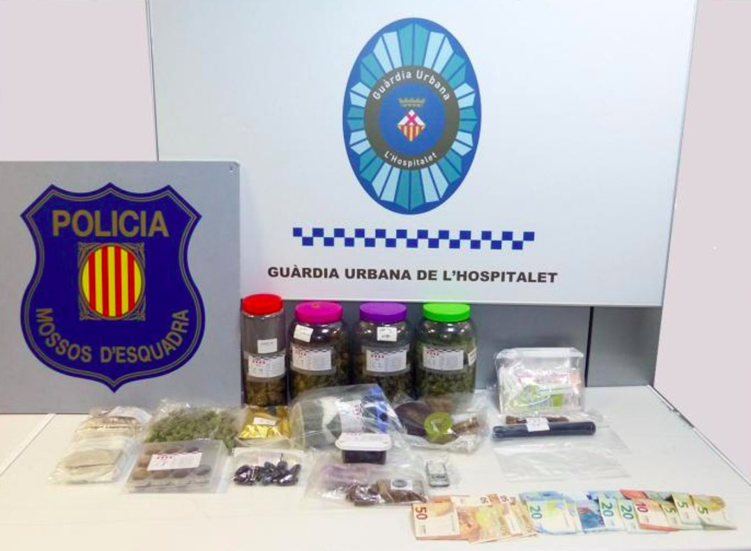 Material decomisado por la Guardia Urbana de L'Hospitalet en la Torrassa