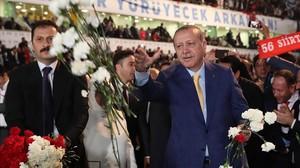Erdogan torna al cim del partit del Govern a Turquia