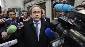 Michel Platini, a la salida de declarar ante el TAS en Ginebra.