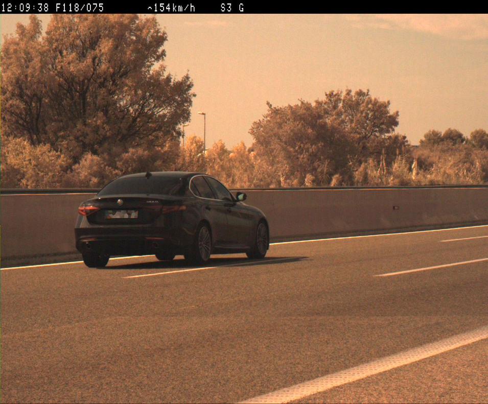 Se fuga a más de 200 km/h tras ser pillado sin carnet en la AP-7