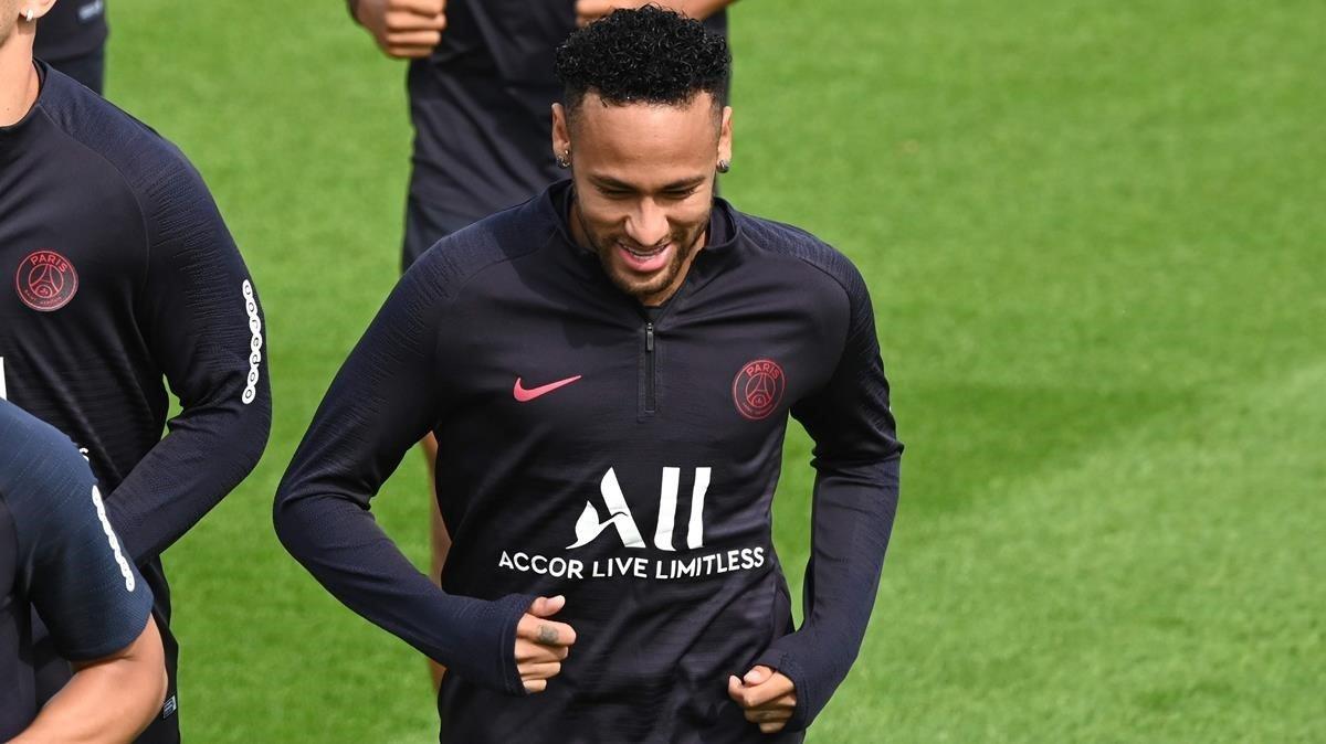 Neymar, en el entrenamiento del PSG de este viernes.