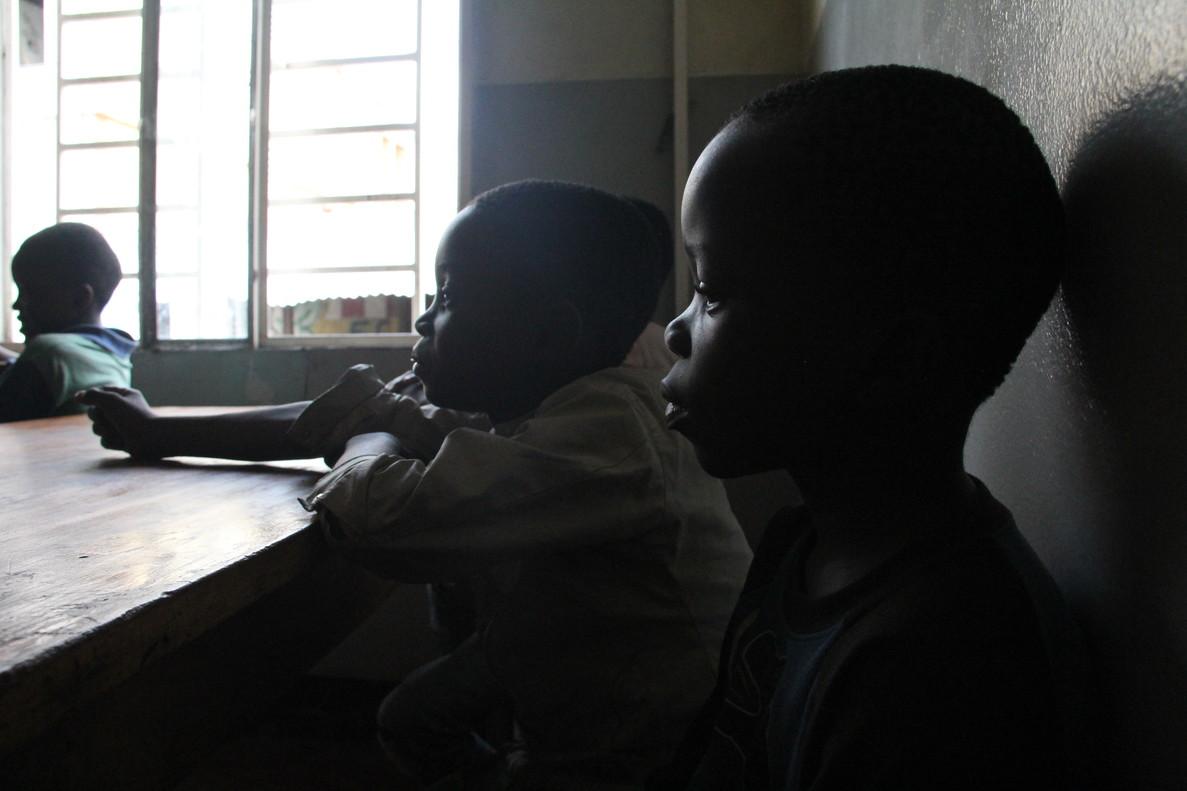 Menores acusados de brujería en el centro para niños de la calle de la oenegé italiana Cesvi en Kinshasa.
