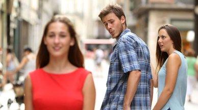 ¿Es sexista el meme del novio que mira a otra mujer?