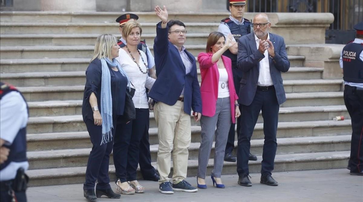 Joan JosepNuet, con los otros miembros de la Mesa imputados por el TSJC: Carme Forcadell, Anna Simó, Lluís Corominas y Ramona Barrufet.
