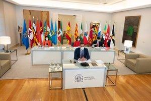 Sánchez demana a les comunitats que no tanquin escoles de manera unilateral