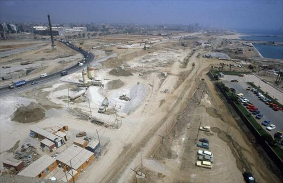 Obras de movimiento de tierras en el frente marítimo de Poblenou, previas a la construcción de la Vila Olímpica de los Juegos de 1992.