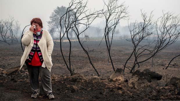 Cuatro muertos, decenas de hectáreas quemadas y dieciséis núcleos de población con riesgo real para sus habitantes por culpa de las llamas.