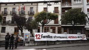 Pancarta colocada en el Ayuntamiento de Alsasua tras las detenciones por la agresión a dos guardias civiles.