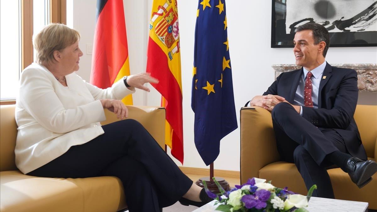 Reunión Pedro Sánchez y Angela Merkel antes de la cumbre europea de Bruselas.