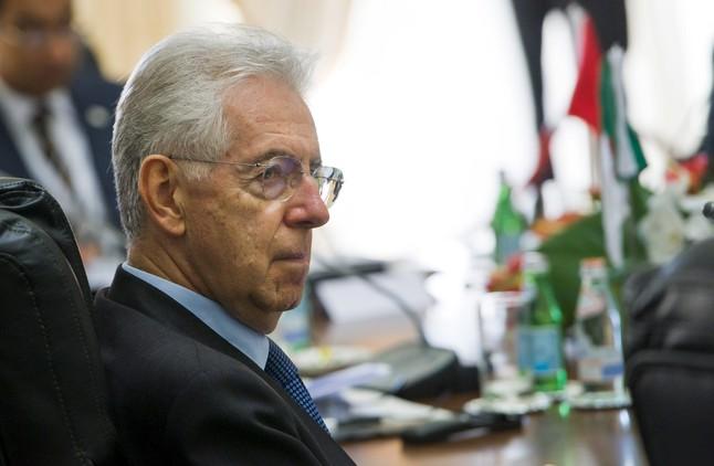 El primer ministre italià, Mario Monti, durant la reunió del grup Cinc més Cinc, divendres a La Valletta (Malta).