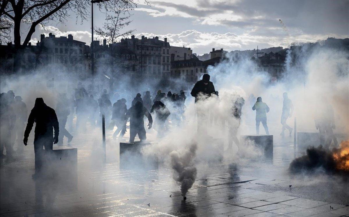 Protesta de 'chalecos amarillos' en Lyón.